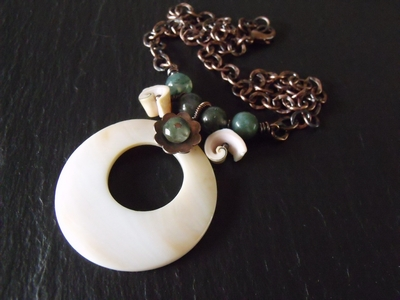 Shell Donut Necklace