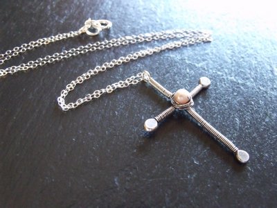 Wire Pearl Cross 2