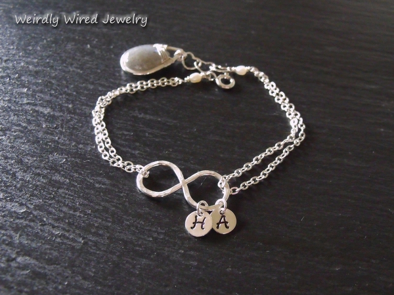 Infinity bracelet with large Labradorite